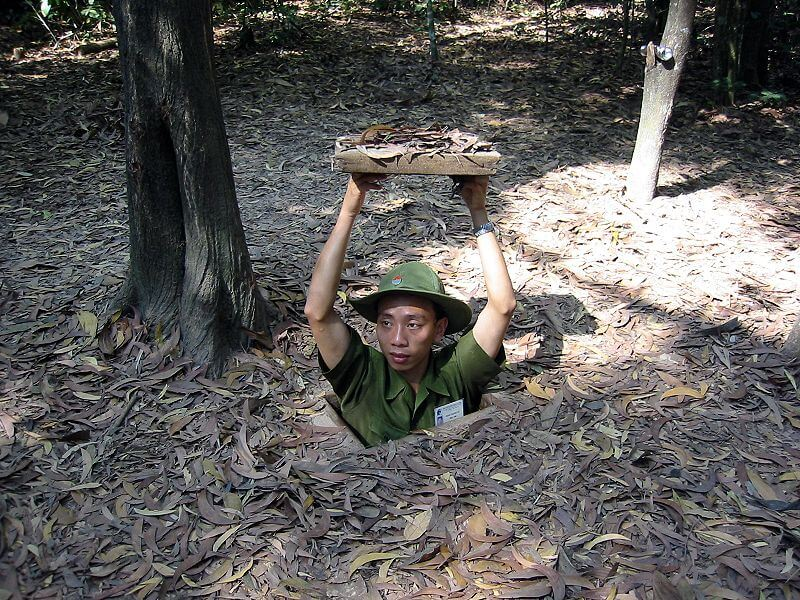 Crawl in Cu Chi Tunnels